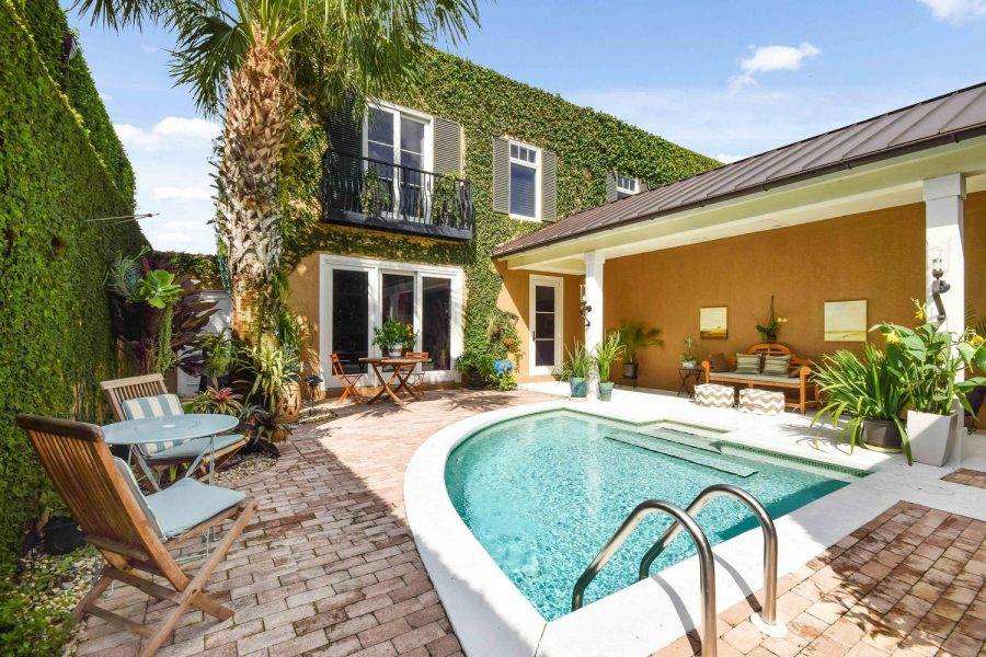 Exterior-house-with-pool-